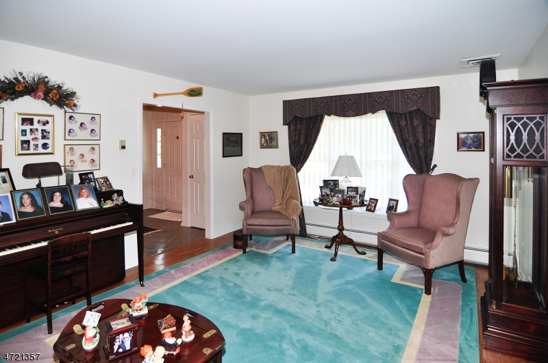 Additional photo for property listing at 9 Brittany Court  Ramsey, 뉴저지 07446 미국