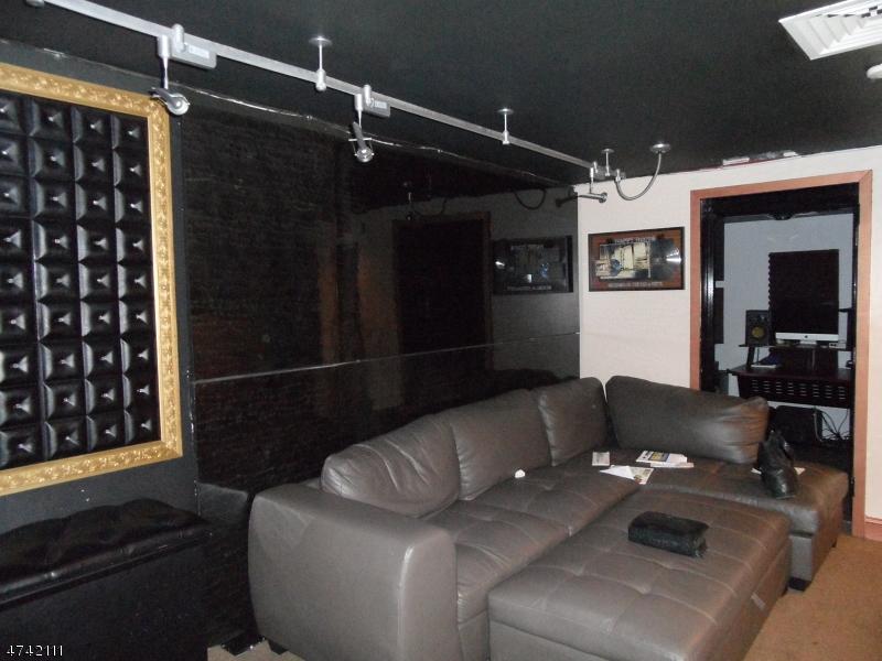 Commercial pour l à louer à 209 Lakeview Avenue Clifton, New Jersey 07011 États-Unis