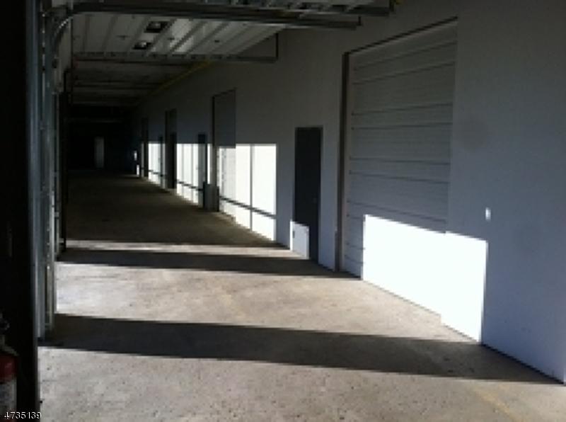 Commercial pour l à louer à 101 ALEXANDER Avenue Pequannock, New Jersey 07444 États-Unis