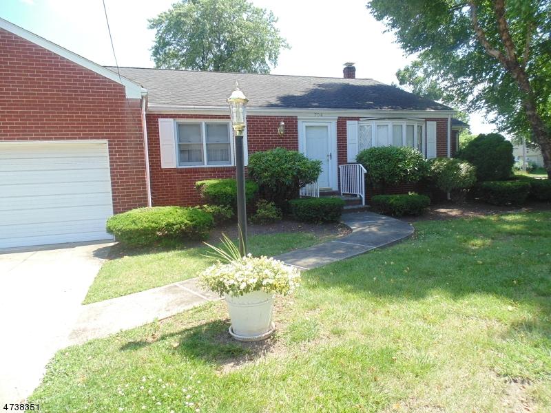 Casa Unifamiliar por un Venta en 704 Huff Avenue Manville, Nueva Jersey 08835 Estados Unidos