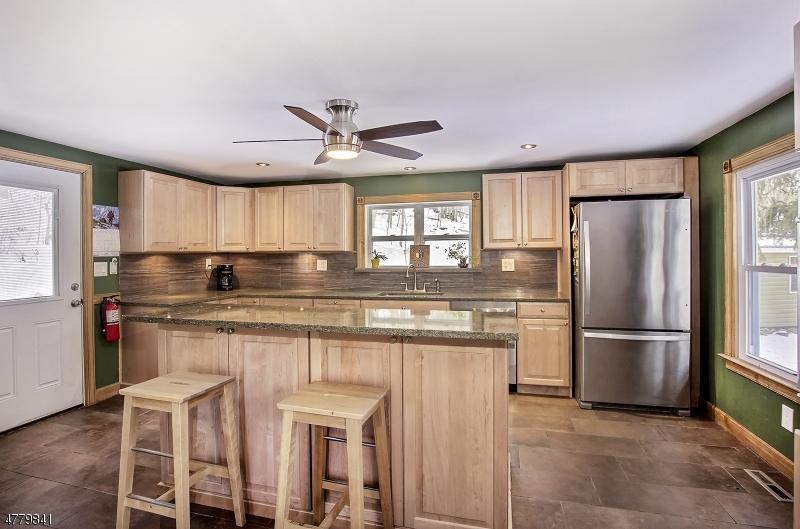 Maison unifamiliale pour l Vente à 50 Bountiful Drive Allamuchy, New Jersey 07840 États-Unis