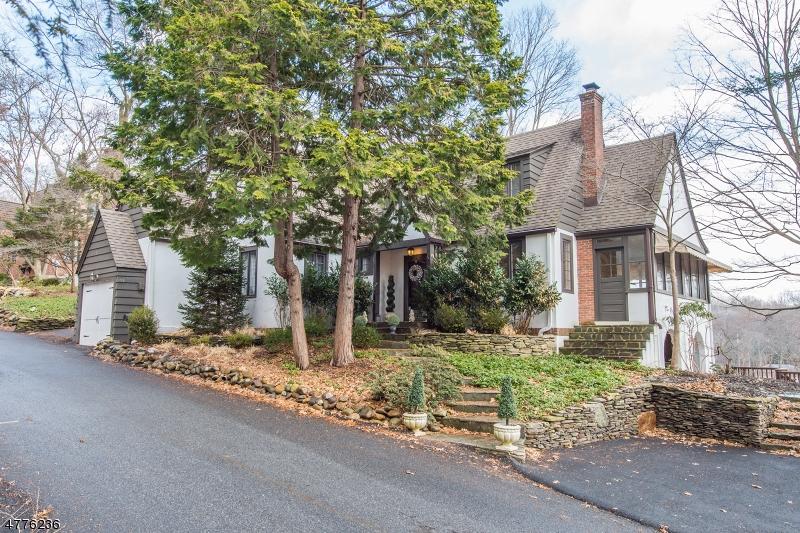Maison unifamiliale pour l Vente à 104 Hemlock Road Pompton Lakes, New Jersey 07442 États-Unis