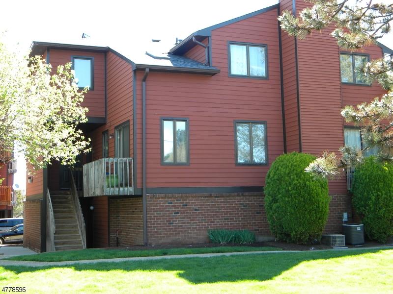 独户住宅 为 出租 在 108 Village Cmns Raritan, 新泽西州 08822 美国