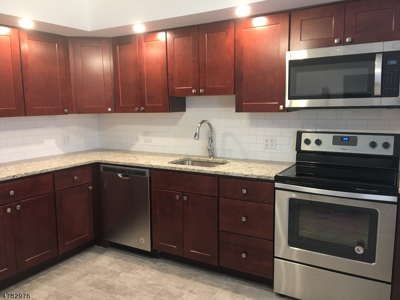 Casa Unifamiliar por un Alquiler en 21-31 RIDGE Road Ridgewood, Nueva Jersey 07450 Estados Unidos