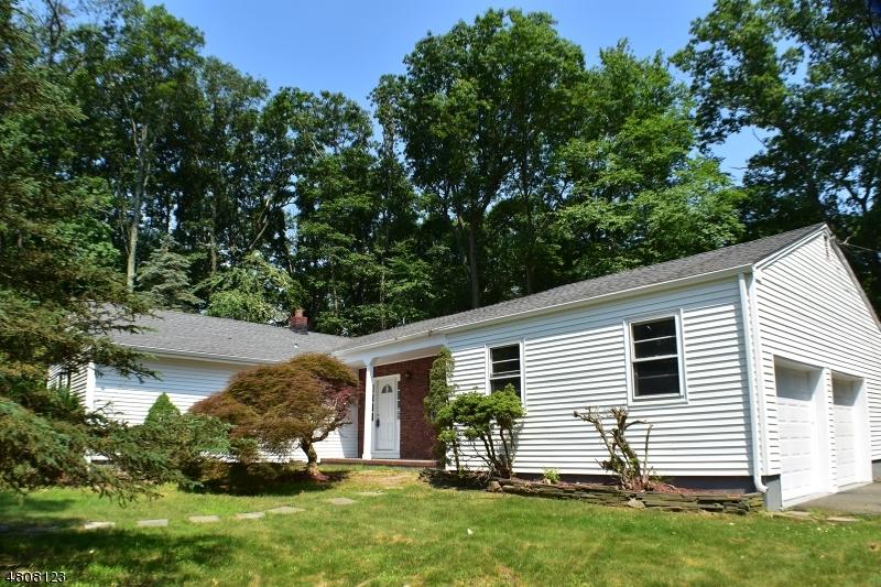 Maison unifamiliale pour l Vente à 19 FOXWOOD Lane Randolph, New Jersey 07869 États-Unis