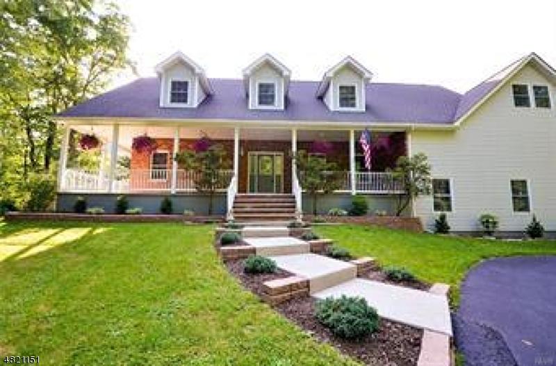 Частный односемейный дом для того Продажа на 1372 Blue Mountain Drive Bangor, Пенсильвания 18013 Соединенные Штаты