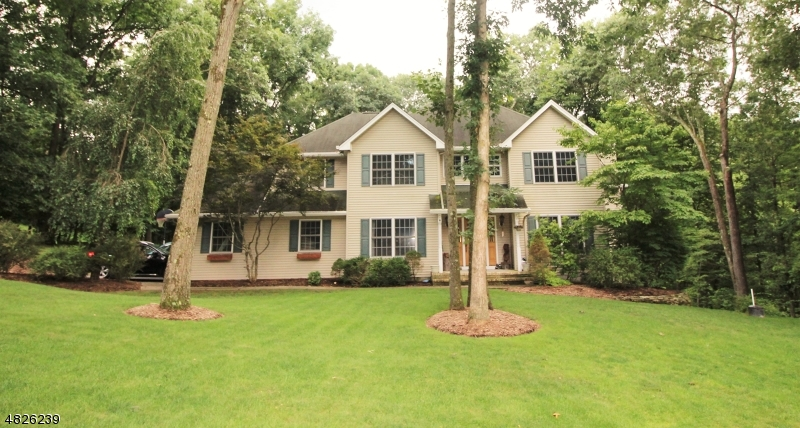 Single Family Home for Sale at 3 SEQUOIA CT 3 SEQUOIA CT Sparta, New Jersey 07871 United States