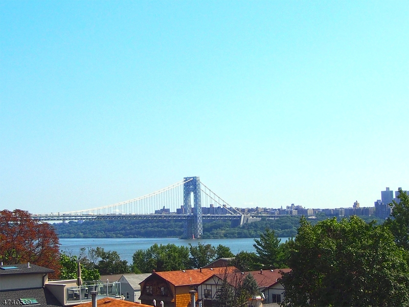 Condo / Townhouse for Sale at 648 UNDERCLIFF Avenue Edgewater, New Jersey 07020 United States