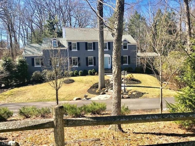 Maison unifamiliale pour l Vente à 1716 SLEEPY HOLLOW LANE Plainfield, New Jersey 07060 États-Unis