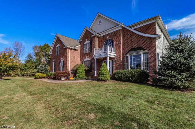 Single Family Homes pour l Vente à Pittstown, New Jersey 08867 États-Unis