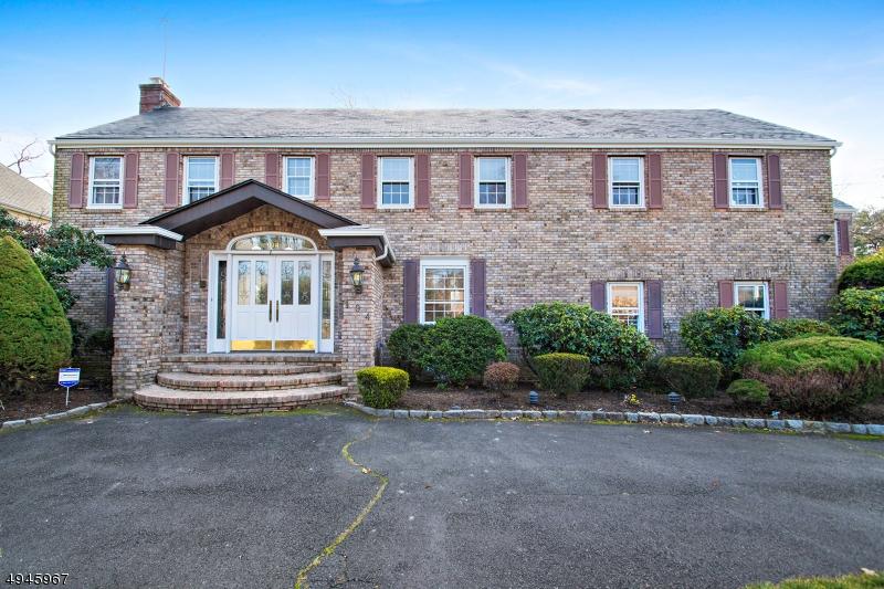 Single Family Homes 為 出售 在 Hillside, 新澤西州 07205 美國