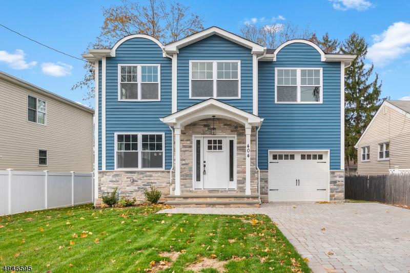 Single Family Homes pour l Vente à Bergenfield, New Jersey 07621 États-Unis