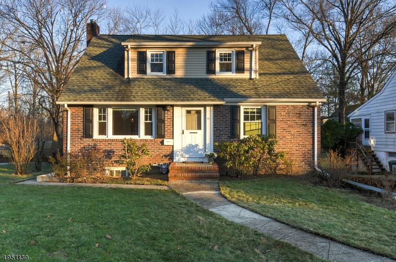 Single Family Homes pour l Vente à Chatham, New Jersey 07928 États-Unis