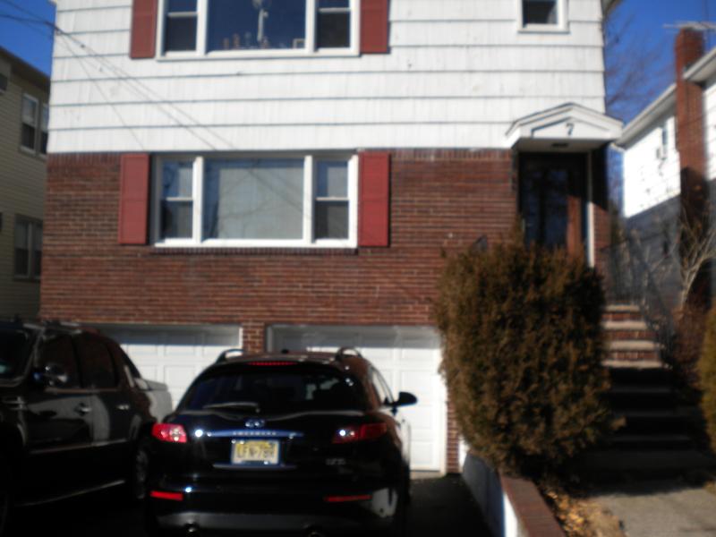 Maison avec plusieurs logements pour l Vente à 7 Evelyn Court Maplewood, New Jersey 07040 États-Unis