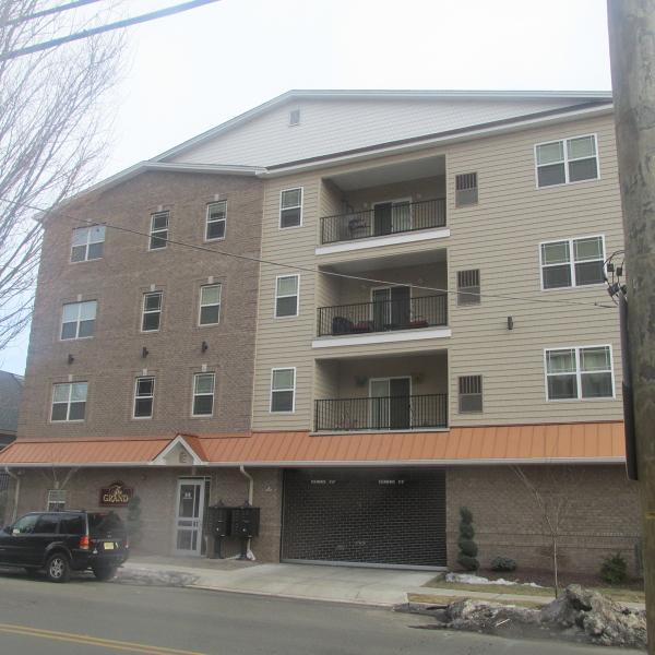 独户住宅 为 出租 在 318-320 W GRAND Street Elizabeth, 新泽西州 07202 美国