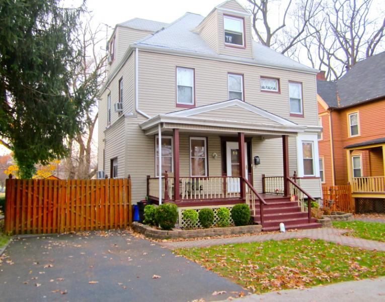 Additional photo for property listing at 69 Brighton Avenue  East Orange, Нью-Джерси 07017 Соединенные Штаты