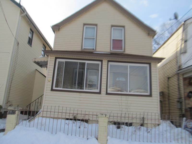 Maison unifamiliale pour l Vente à Address Not Available Passaic, New Jersey 07055 États-Unis