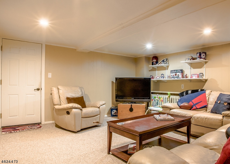 Additional photo for property listing at 1805 Woodland Ter  Bound Brook, 新泽西州 08805 美国