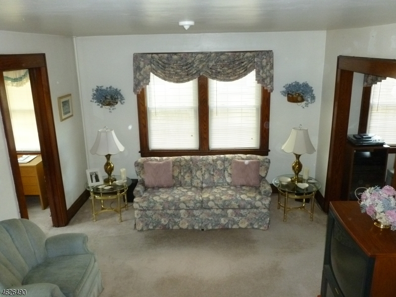 Additional photo for property listing at 92 New Street  Nutley, Nueva Jersey 07110 Estados Unidos