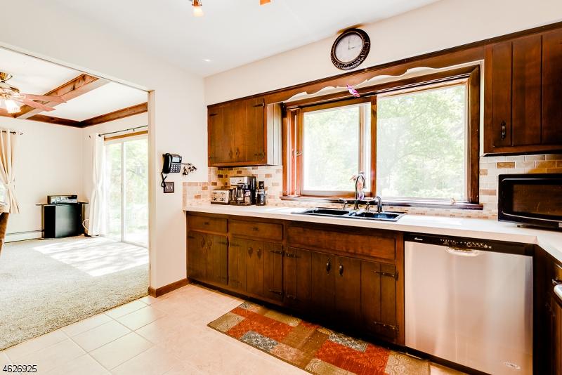 Частный односемейный дом для того Продажа на 9 Lertora Road Branchville, Нью-Джерси 07826 Соединенные Штаты