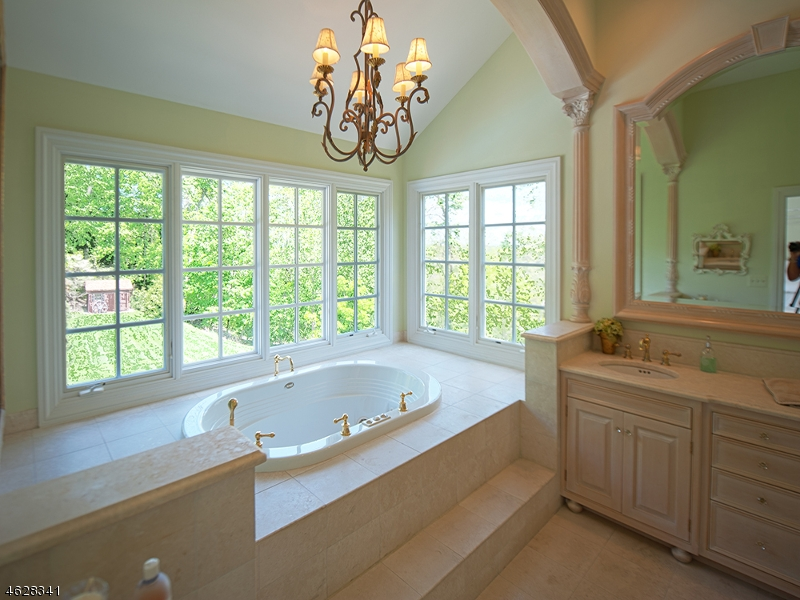 Additional photo for property listing at 923 Cherokee Lane  Franklin Lakes, New Jersey 07417 États-Unis