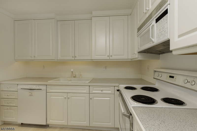 Additional photo for property listing at 616 S Orange Ave, C006J  Maplewood, New Jersey 07040 États-Unis