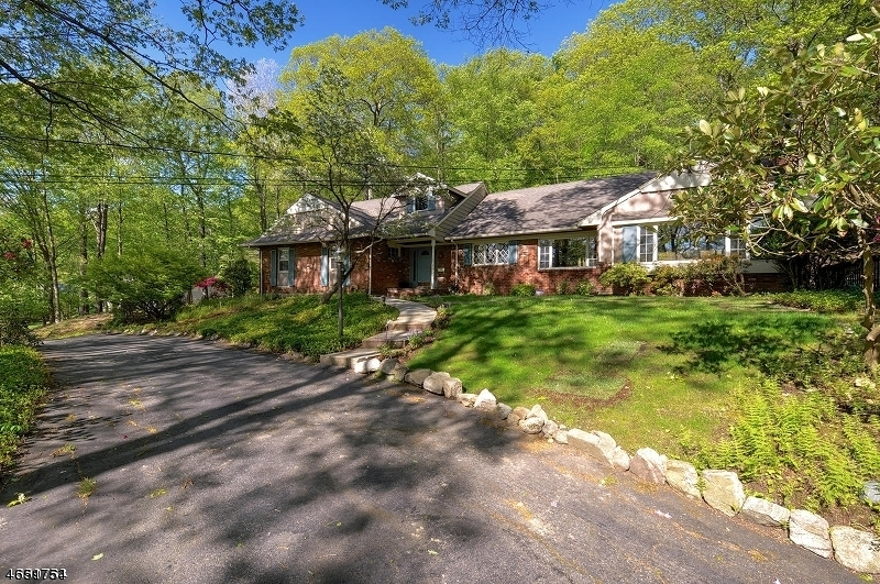 Additional photo for property listing at 74 E Lake Road  Butler, New Jersey 07405 États-Unis