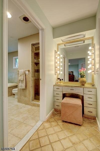 Additional photo for property listing at 74 E Lake Road  Butler, Нью-Джерси 07405 Соединенные Штаты