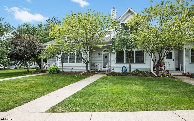 Single Family Home for Sale at 423 Chapman Court Hackettstown, New Jersey 07840 United States