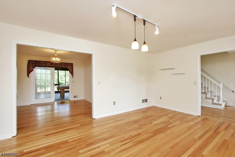 Additional photo for property listing at 3 Budd Road  Whitehouse Station, Nueva Jersey 08889 Estados Unidos