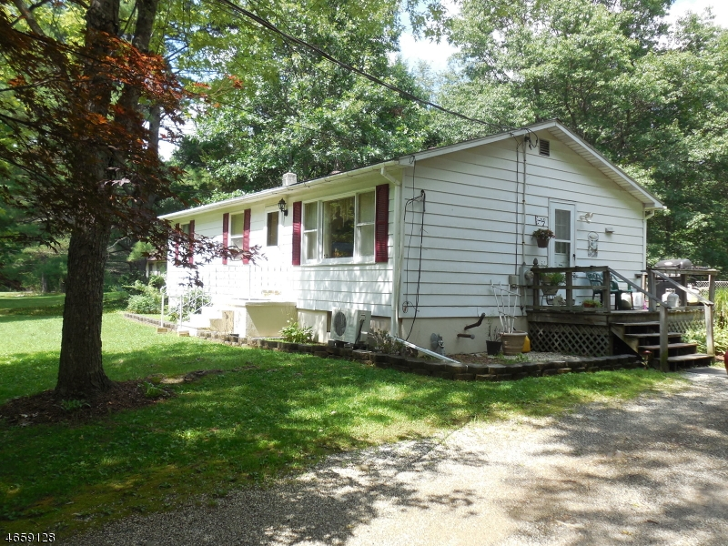Additional photo for property listing at 27 Lertora Road  Branchville, New Jersey 07826 États-Unis