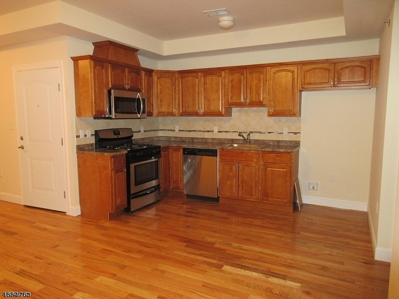Additional photo for property listing at 874 Flora Street  Elizabeth, New Jersey 07201 États-Unis