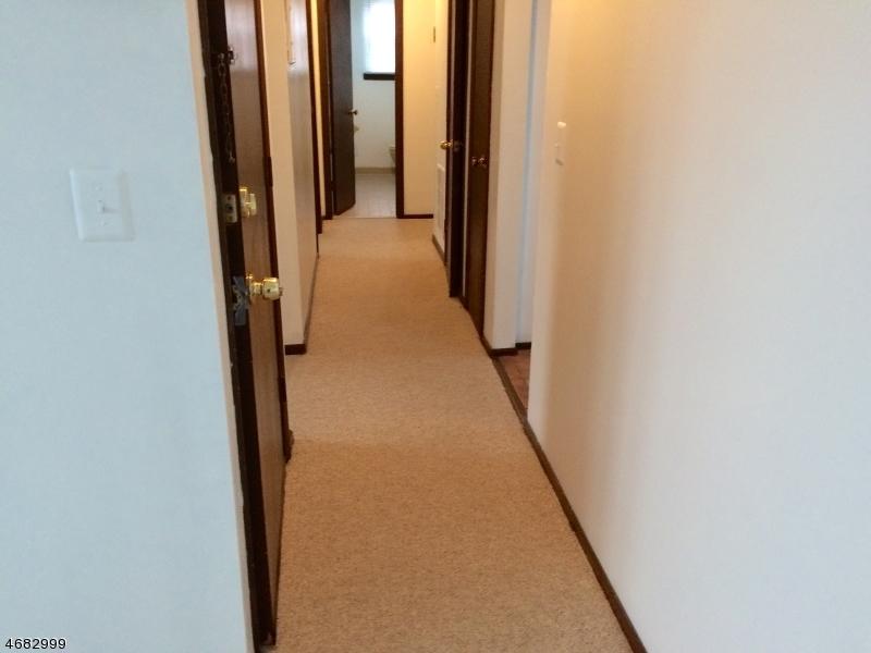 Частный односемейный дом для того Аренда на 200 Astoria Place Union, Нью-Джерси 07083 Соединенные Штаты