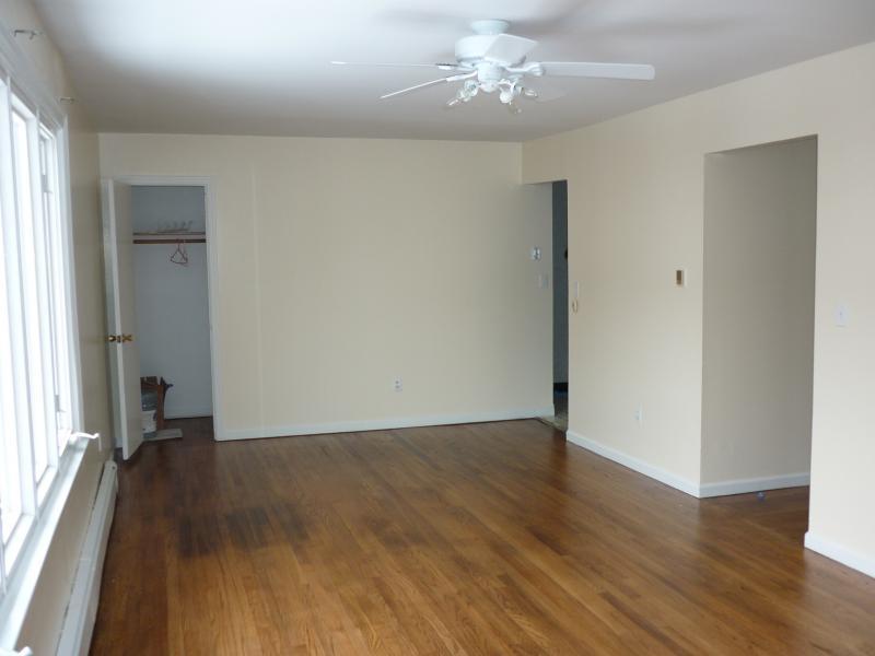Casa Unifamiliar por un Alquiler en 329 Lincoln Avenue Lyndhurst, Nueva Jersey 07071 Estados Unidos