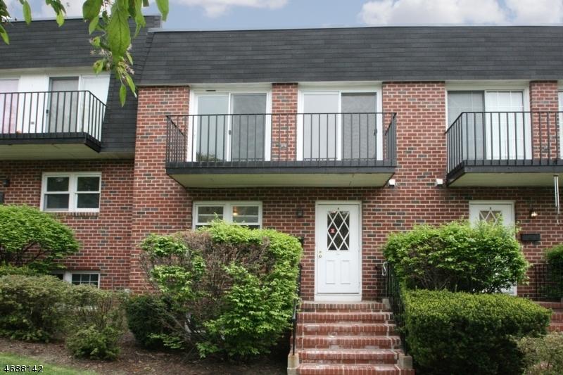 Casa Unifamiliar por un Alquiler en 1 Carriage Way Montclair, Nueva Jersey 07042 Estados Unidos