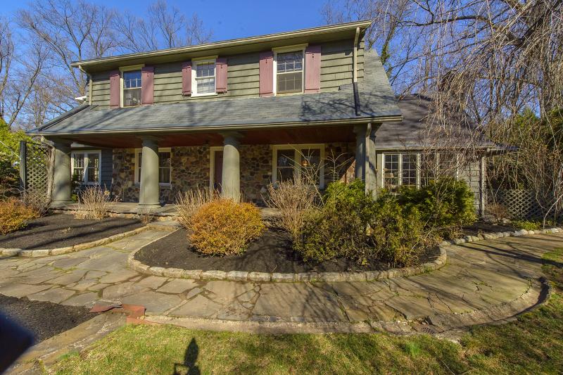 独户住宅 为 销售 在 141 BROOKSIDE Avenue Caldwell, 新泽西州 07006 美国