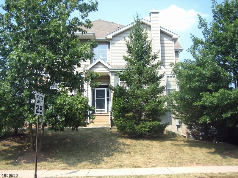 Частный односемейный дом для того Аренда на 30 Clearbrook Lane Raritan, Нью-Джерси 08822 Соединенные Штаты