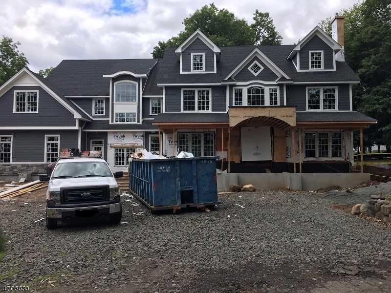 Частный односемейный дом для того Продажа на 319 Kenneth Place Wyckoff, Нью-Джерси 07481 Соединенные Штаты