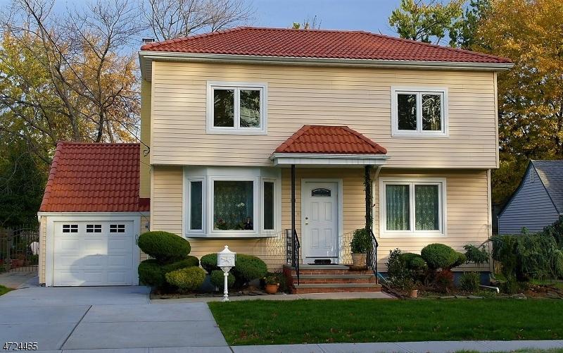 独户住宅 为 销售 在 131 Summit Circle Little Ferry, 新泽西州 07643 美国