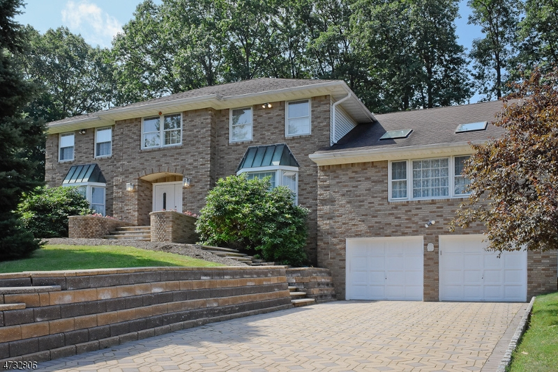 Частный односемейный дом для того Продажа на 22 Dunnerdale Road Parsippany, Нью-Джерси 07950 Соединенные Штаты