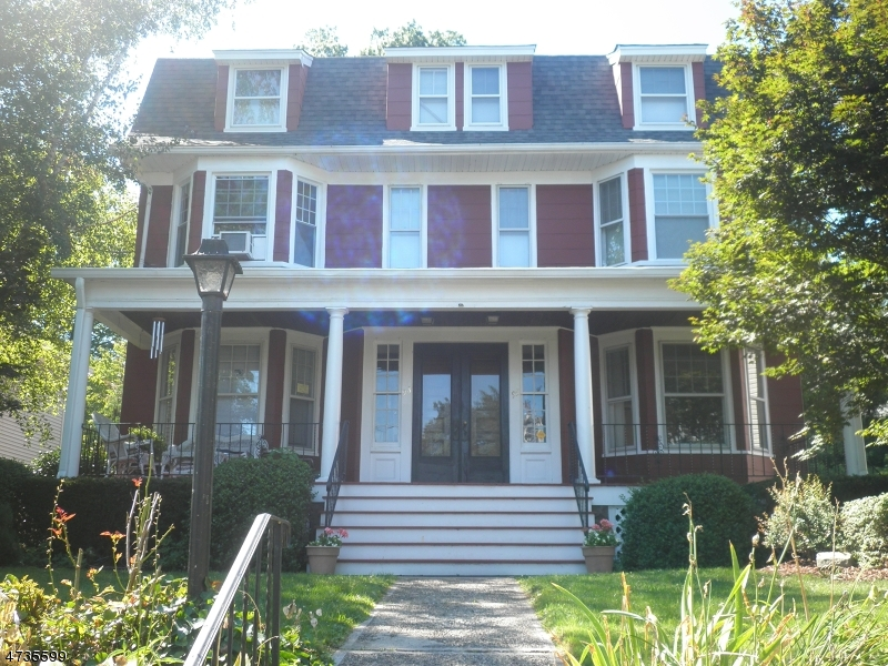 Частный односемейный дом для того Аренда на 93-95 Hillside Nutley, Нью-Джерси 07110 Соединенные Штаты