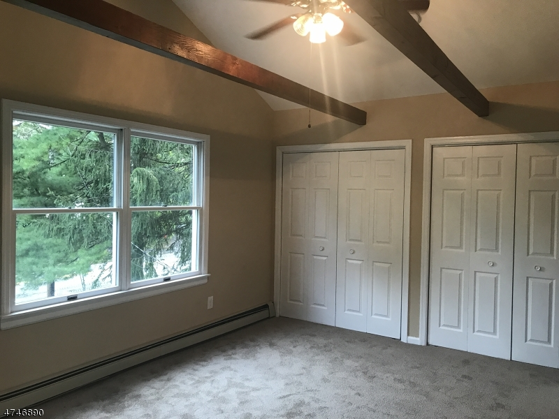 Additional photo for property listing at 98 Lake Shore Drive  West Milford, Nueva Jersey 07421 Estados Unidos