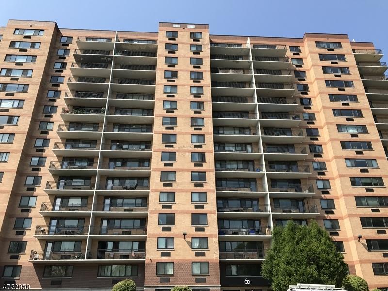 Casa Unifamiliar por un Alquiler en 60 Parkway Dr E East Orange, Nueva Jersey 07017 Estados Unidos