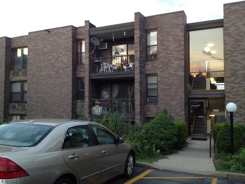 Частный односемейный дом для того Аренда на 365 River Road Nutley, Нью-Джерси 07110 Соединенные Штаты