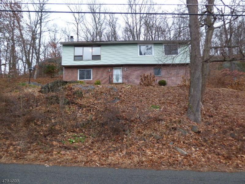 Maison unifamiliale pour l Vente à 72 N Shore Road Byram Township, New Jersey 07821 États-Unis