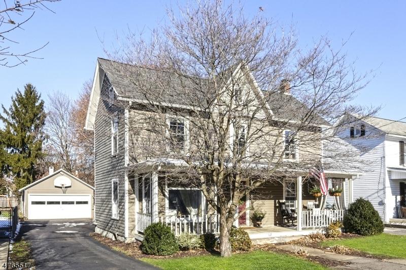 Enfamiljshus för Försäljning vid 62 North Street Bloomsbury, New Jersey 08804 Usa