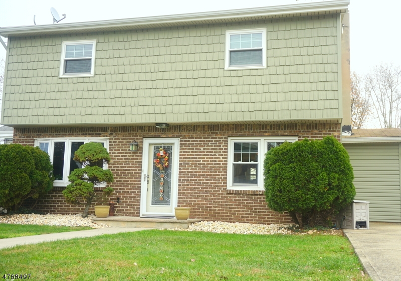 Maison unifamiliale pour l Vente à 141 Arlington Avenue Aberdeen, New Jersey 07721 États-Unis