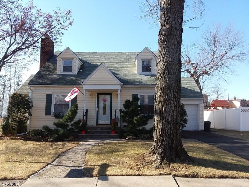 Частный односемейный дом для того Продажа на 12-28 12th St, 1X Fair Lawn, Нью-Джерси 07410 Соединенные Штаты