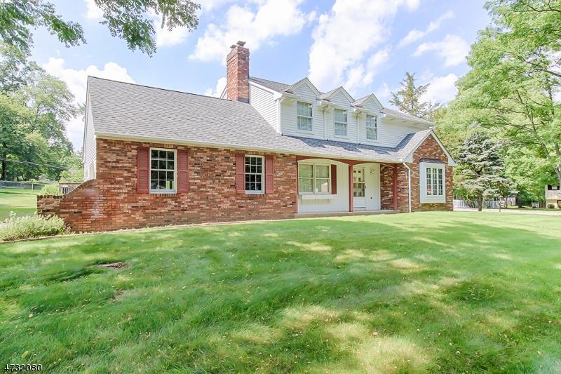 Villa per Vendita alle ore 27 Grand Avenue 27 Grand Avenue Cedar Knolls, New Jersey 07927 Stati Uniti