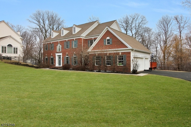 Single Family Home for Sale at 13 Oak Lane Green Brook Township, New Jersey 08812 United States